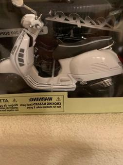 New Ray Vespa GTS 300 scooter 1:12 White